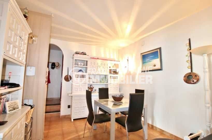 maison costa brava, 2 chambres, terrasse 39 m², vue canal, piscine en commun