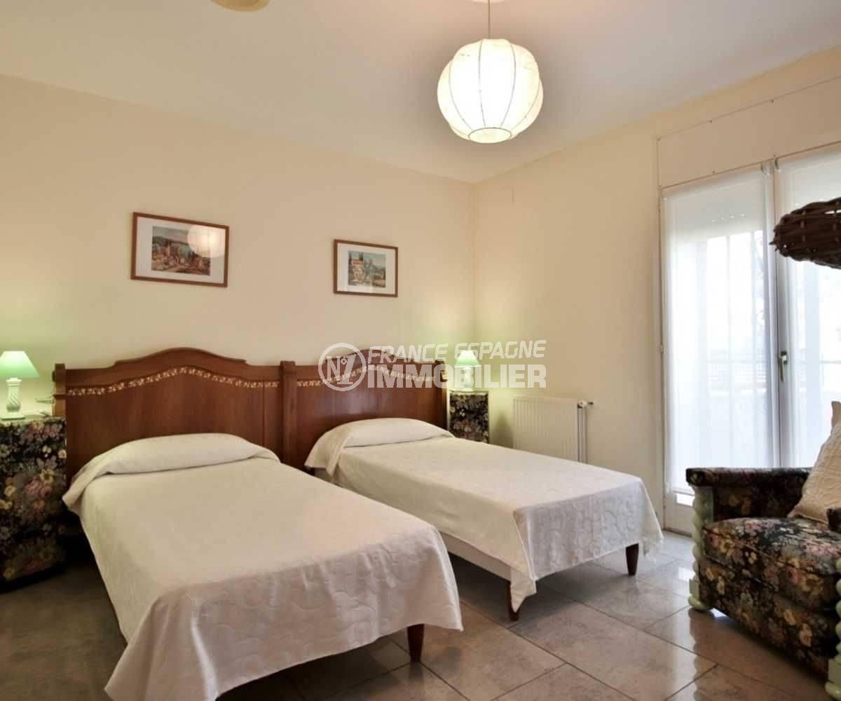 immobilier roses espagne: villa ref.3713, deuxième chambre avec 2 lits simples