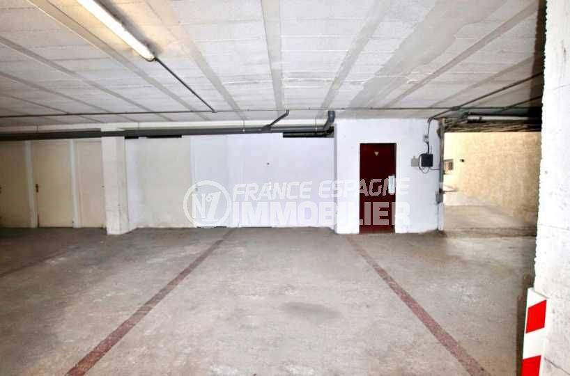 agence immobiliere empuriabrava: appartement terrasse 9 m² vue canal, 2 amarres, parking