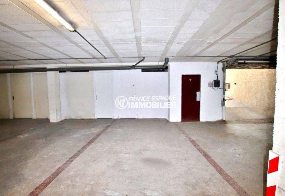 agence immobiliere empuriabrava: appartement terrasse 9 m² vue canal, 2 amarres, parking