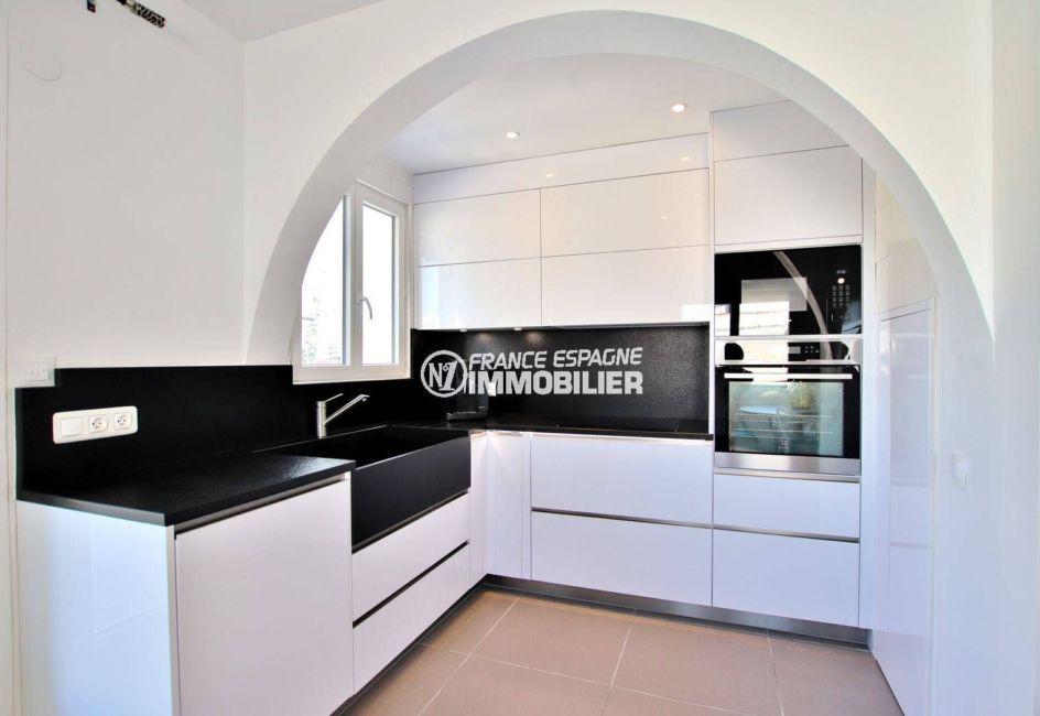 maison à vendre à empuriabrava, ref.3720, cuisine américaine équipée avec des rangements