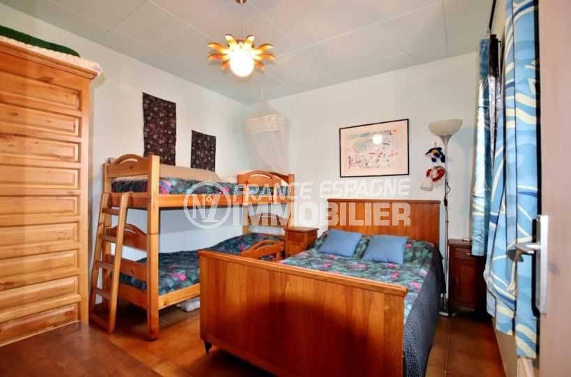 immobilier costa brava: villa 2 chambres, terrasse 39 m², vue canal, piscine