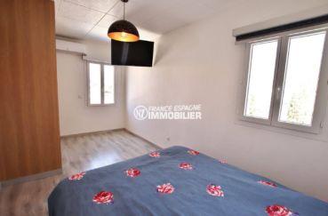 achat maison costa brava, ref.3720, vue sur la première chambre avec lit double