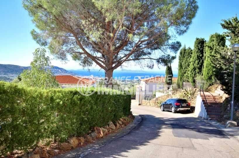 immobilier espagne bord de mer: villa vue mer, piscine, 2 chambres + studio