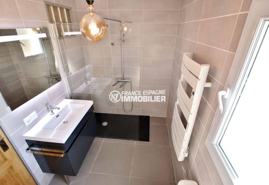 maison a vendre espagne bord de mer, ref.3720, salle d'eau avec douche, vasque et wc