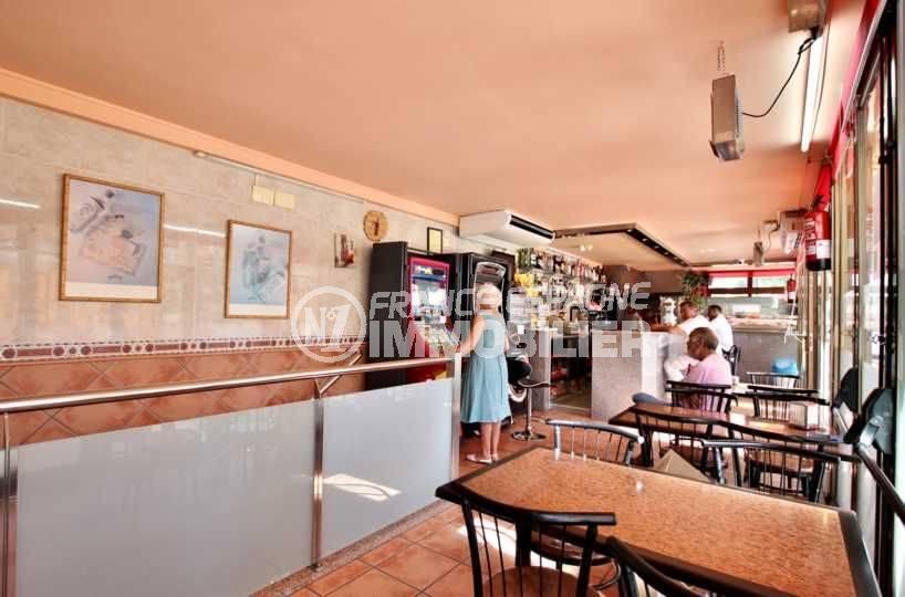 roses espagne: commerce bar / restaurant rénové et climatisé, proche plage