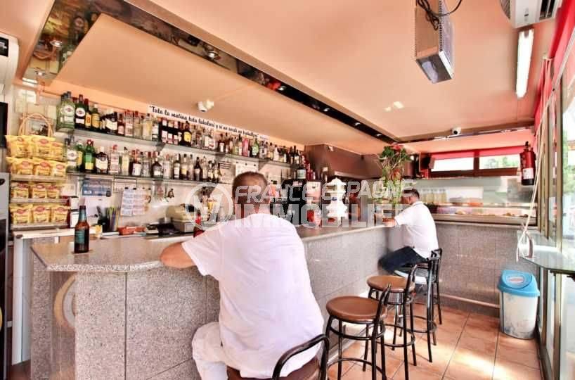roses immobilier: commerce bar / restaurants sur deux étages 80 m², 44 couverts