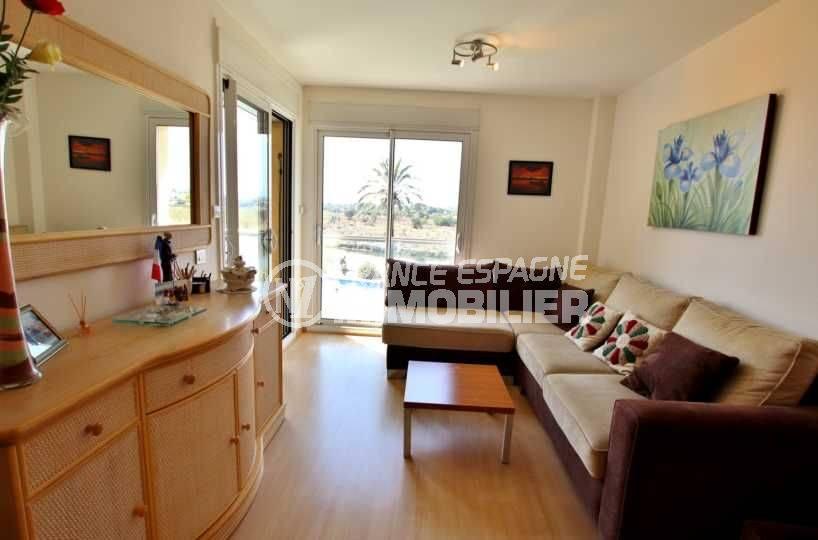 appartements a vendre a rosas, vue sur salon / salle à manger