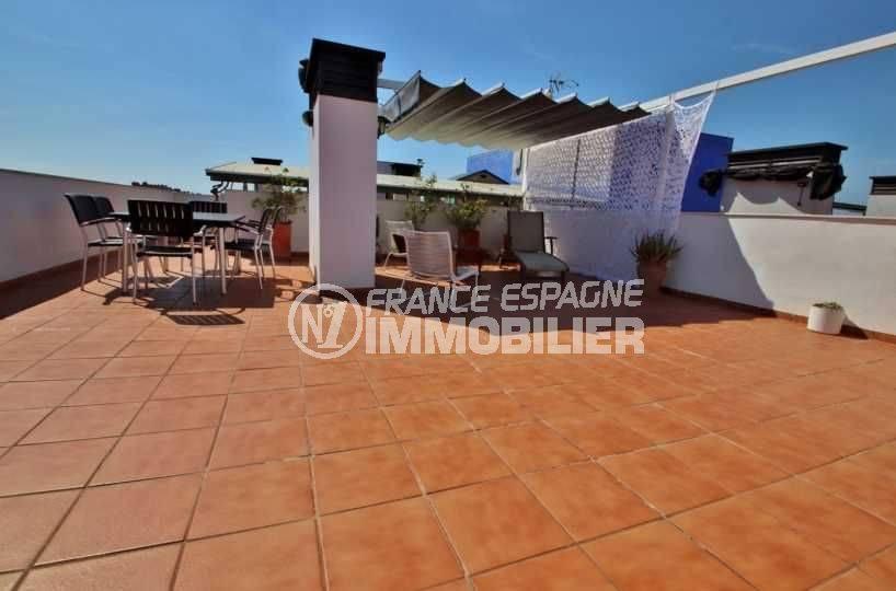agence immobilière costa brava: appartement 48 m², solarium de 65 m² avec vue sur la mer