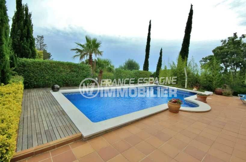 Villa vue sur la baie de Rosas avec piscine
