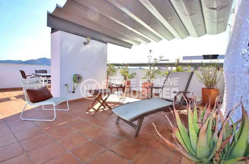appartement a vendre rosas, atico vue marina, piscine, possible parking, proche plage