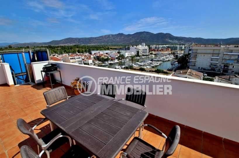immo roses: appartement 48 m², terrasse solarium avec espace détente aménagé