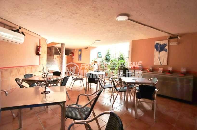 immobilier costa brava: commerce rénové, 44 couverts à l'intérieur avec licence pour terrasse privé