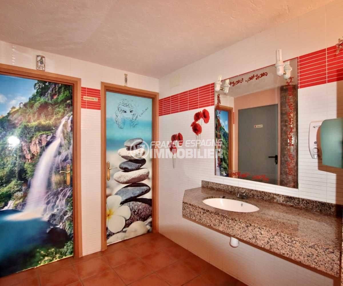 achat rosas: commerce bar / restaurants, aperçu des toilettes avec lavabo