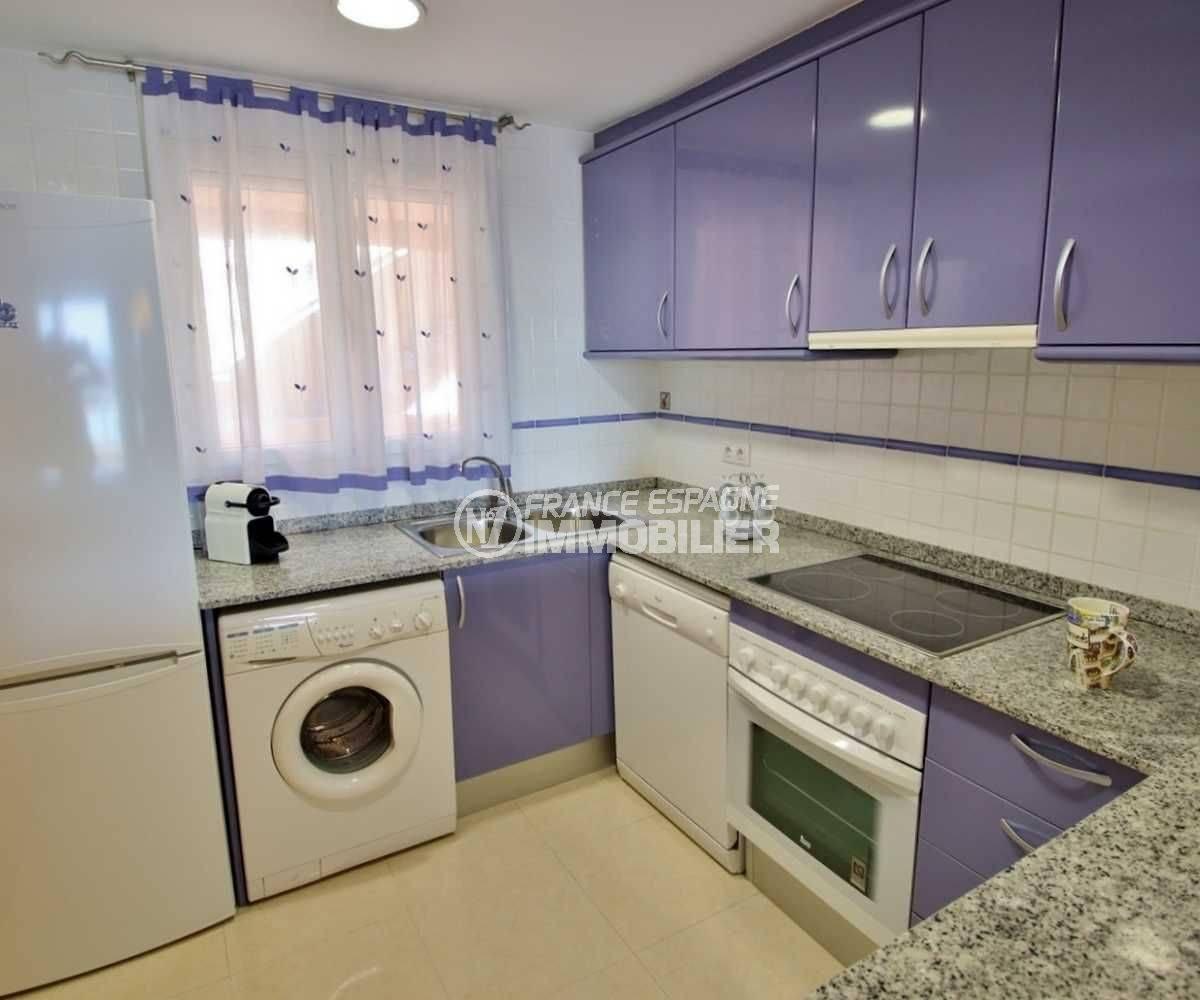 appartement a vendre costa brava: ref.3745, vue cuisine américaine aménagée