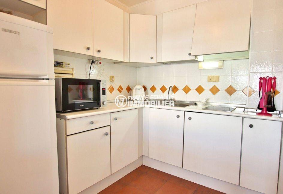 appartement a vendre a rosas: ref. 3739, vue sur la cuisine aménagée