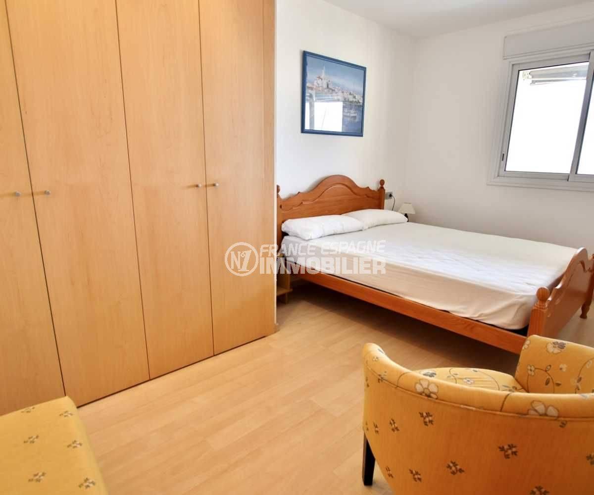 appartement rosas a vendre, vue sur la première chambre