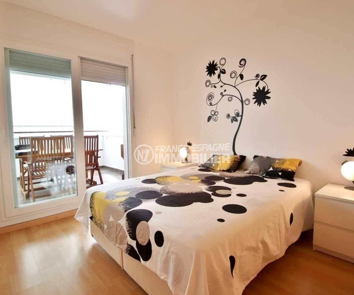 immobilier espagne costa brava: appartement ref.3748, aperçu de la chambre à coucher avec accès terrasse