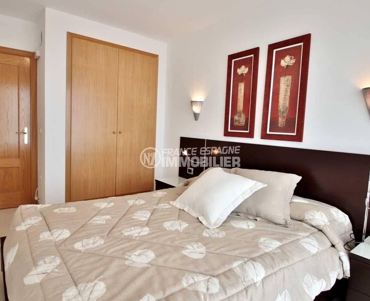 immo center rosas: appartement ref.3745, vue chambre parentale avec placards