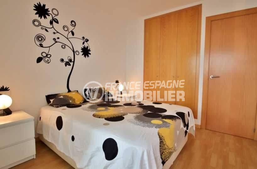 immo espagne costa brava: appartement ref.3748, aperçu chambre avec grands placards intégrées