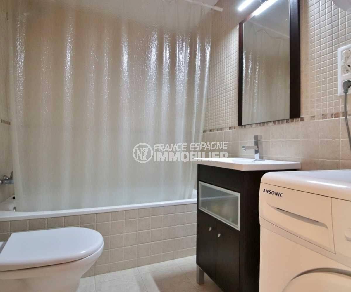 appartement costa brava, ref.3748, aperçu de la salle de bains