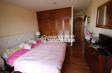 agences immobilieres rosas: villa 274 m², chambre 1 avec lit double et rangements
