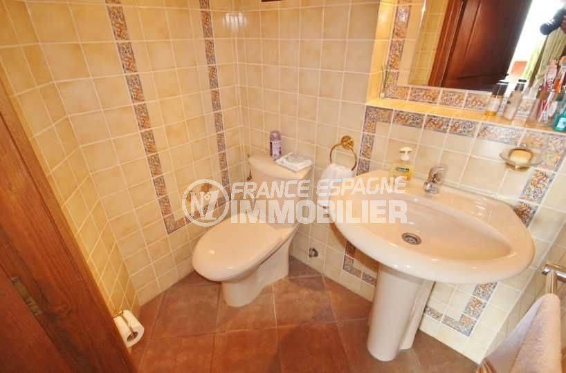 immo center roses: villa 274 m² avec piscine, wc indépendant avec lavabo