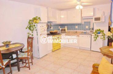 agence immobilière costa brava: villa ref.377, vue cuisine aménagée du studio