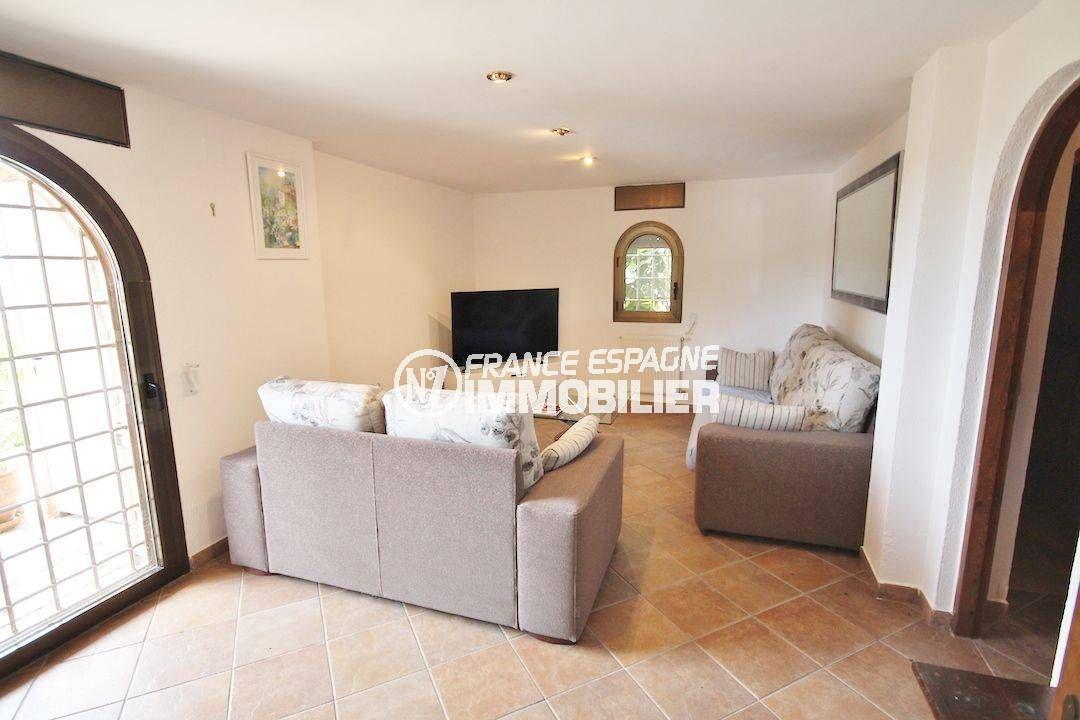 agence immobiliere costa brava espagne: villa 274 m², studio indépendant aperçu du salon / séjour