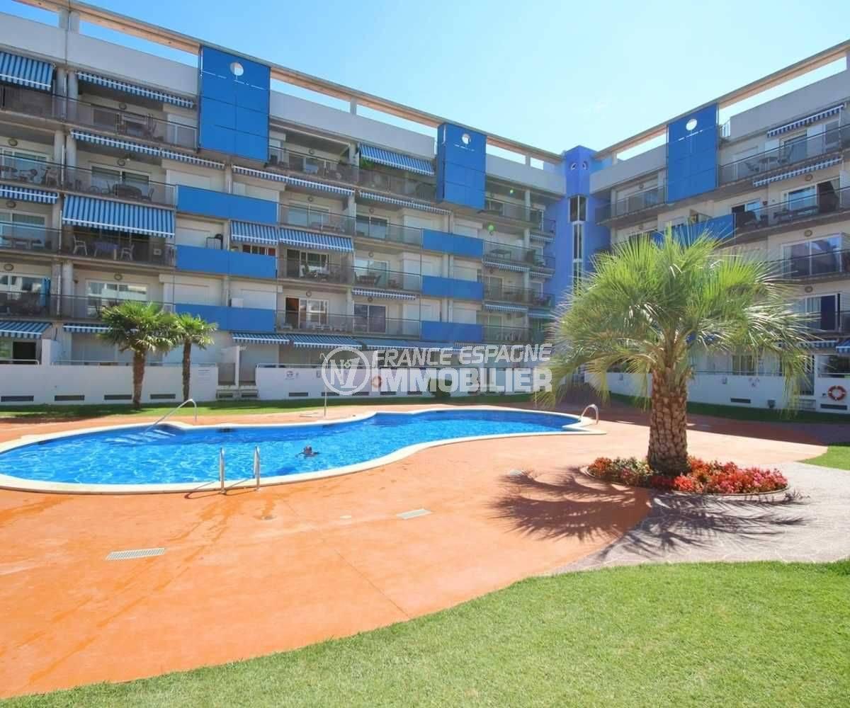 immo costa brava: appartement 48 m², aperçu de la résidence et piscine communautaire