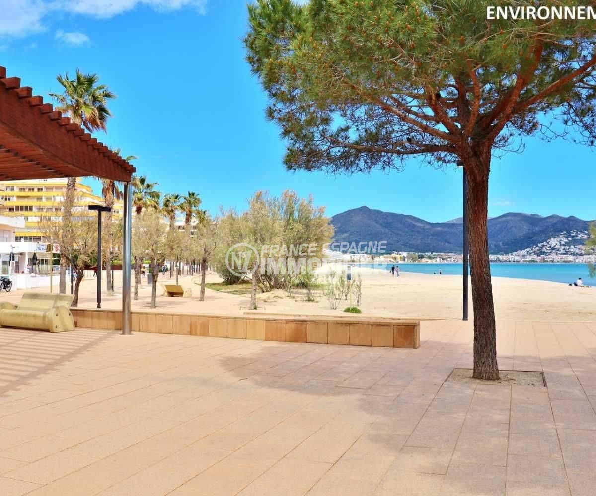 immocenter roses: villa ref.3006, promenade près de la plage environnante