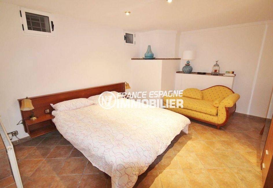 immobilier costa brava: villa 274 m², studio indépendant, chambre avec lit double