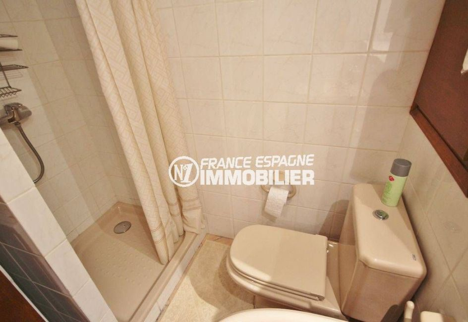 achat rosas: villa avec piscine, studio indépendant, salle d'eau avec douche et wc