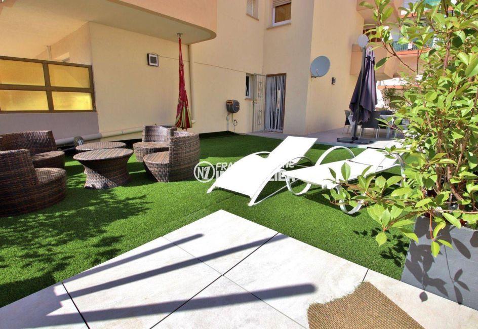 immo roses: appartement ref.3760,  grande trrasse plain-pied, parking privé, plage à 300 m
