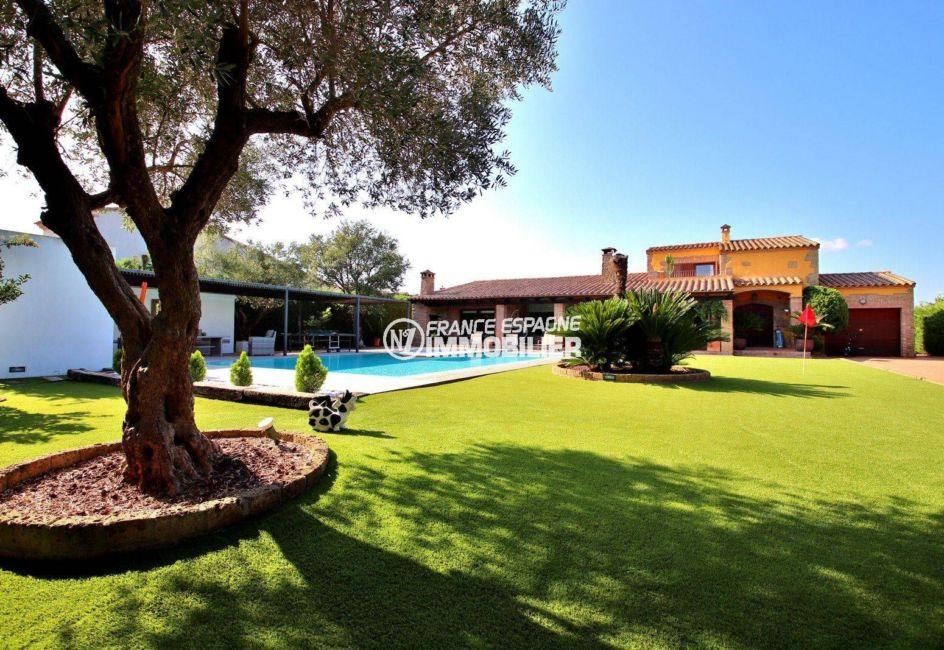 immobilier costa brava: villa standing et sécurisée avec piscine et garage, golf perelada