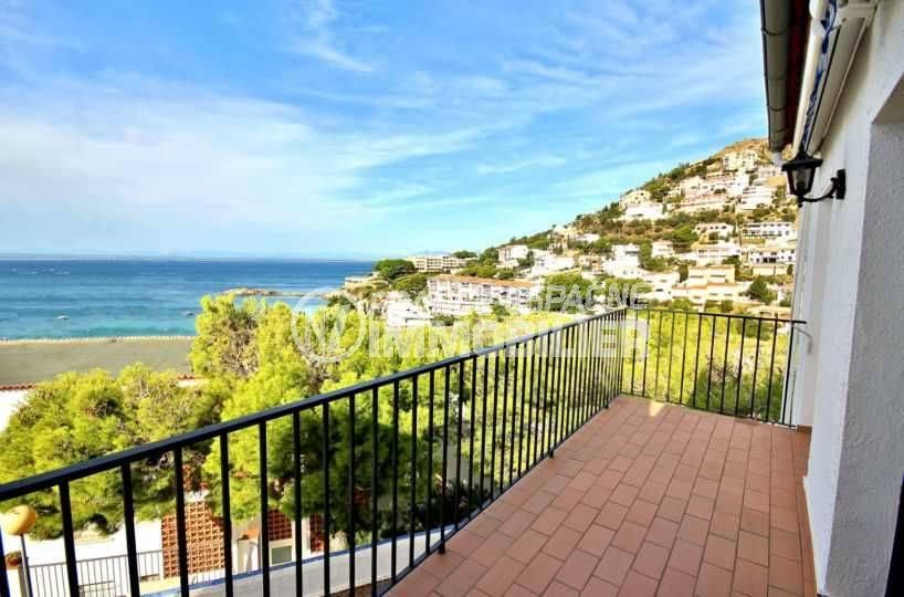 agence immobilière costa brava: villa vue mer, parking, piscine communautaire, proche plage