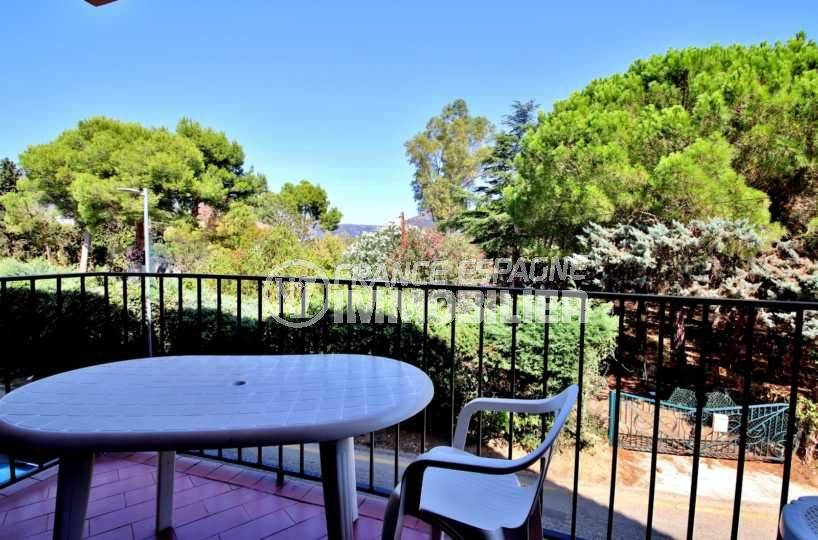 vente appartement rosas, avec balcon, secteur calme, proche plage et commerces