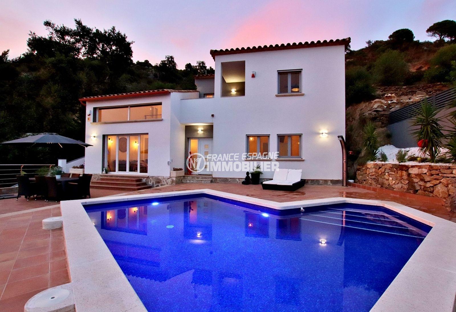 maison a vendre rosas, standing vue mer, double garage, piscine au sel, alarme