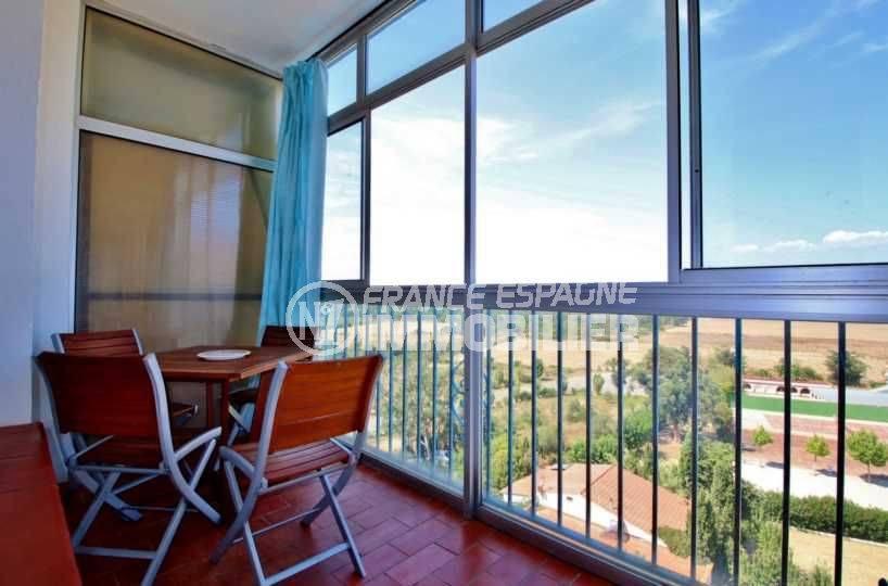 immo roses: studio 27 m², terrasse véranda de 7 m², vue dégagée accès pièce principale