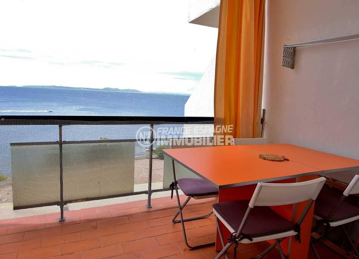 immobilier costa brava: studio ref.3761, terrasse avec coin repas et splendide vue mer