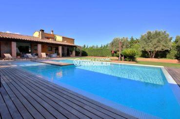 la costa brava: villa 362 m², piscine de 13 m x 8 m au sel avec pelouse synthétique