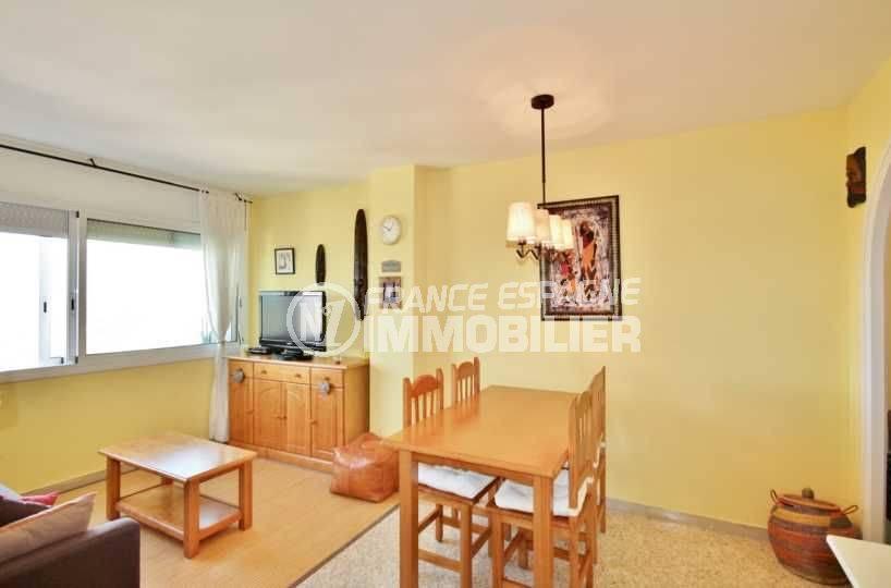 immobilier ampuriabrava: appartement 52 m² avec séjour et cuisine indépendante