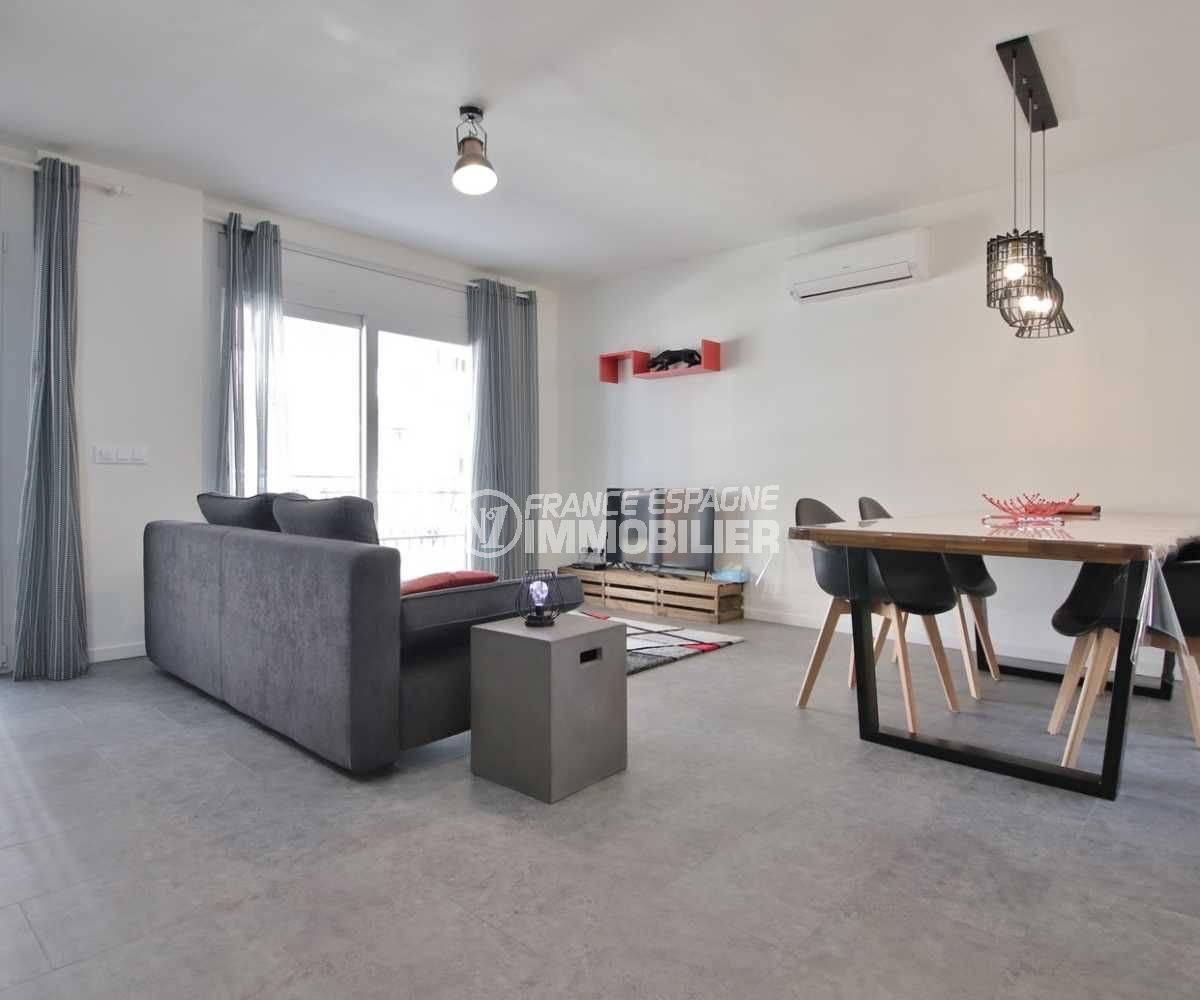 agence immobilière rosas: appartement ref.3760, salon / séjour avec accès à la terrasse