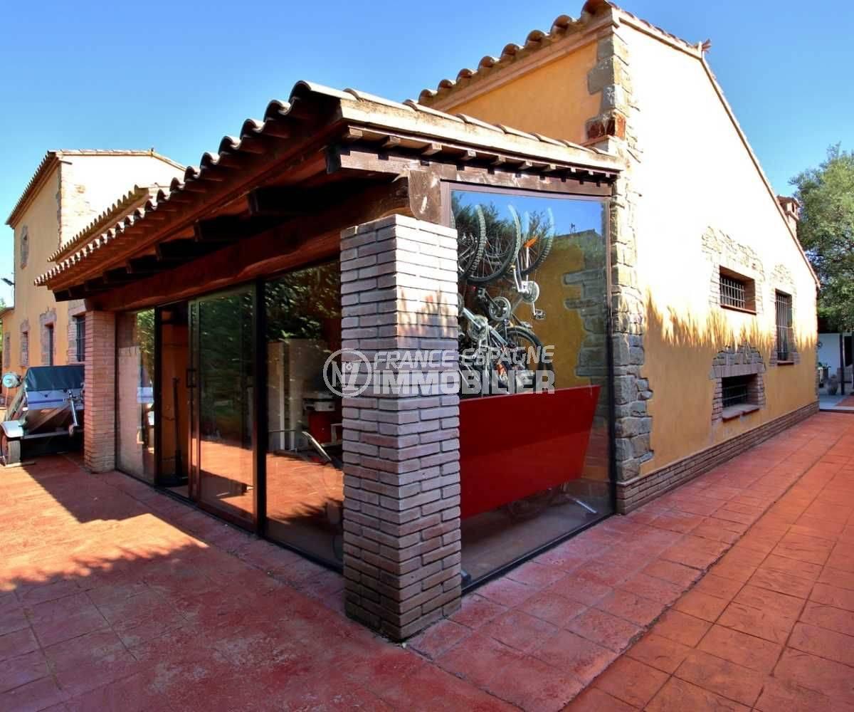 vente immobilière costa brava: villa 362 m² terrain de 1231 m², parking cour intérieure
