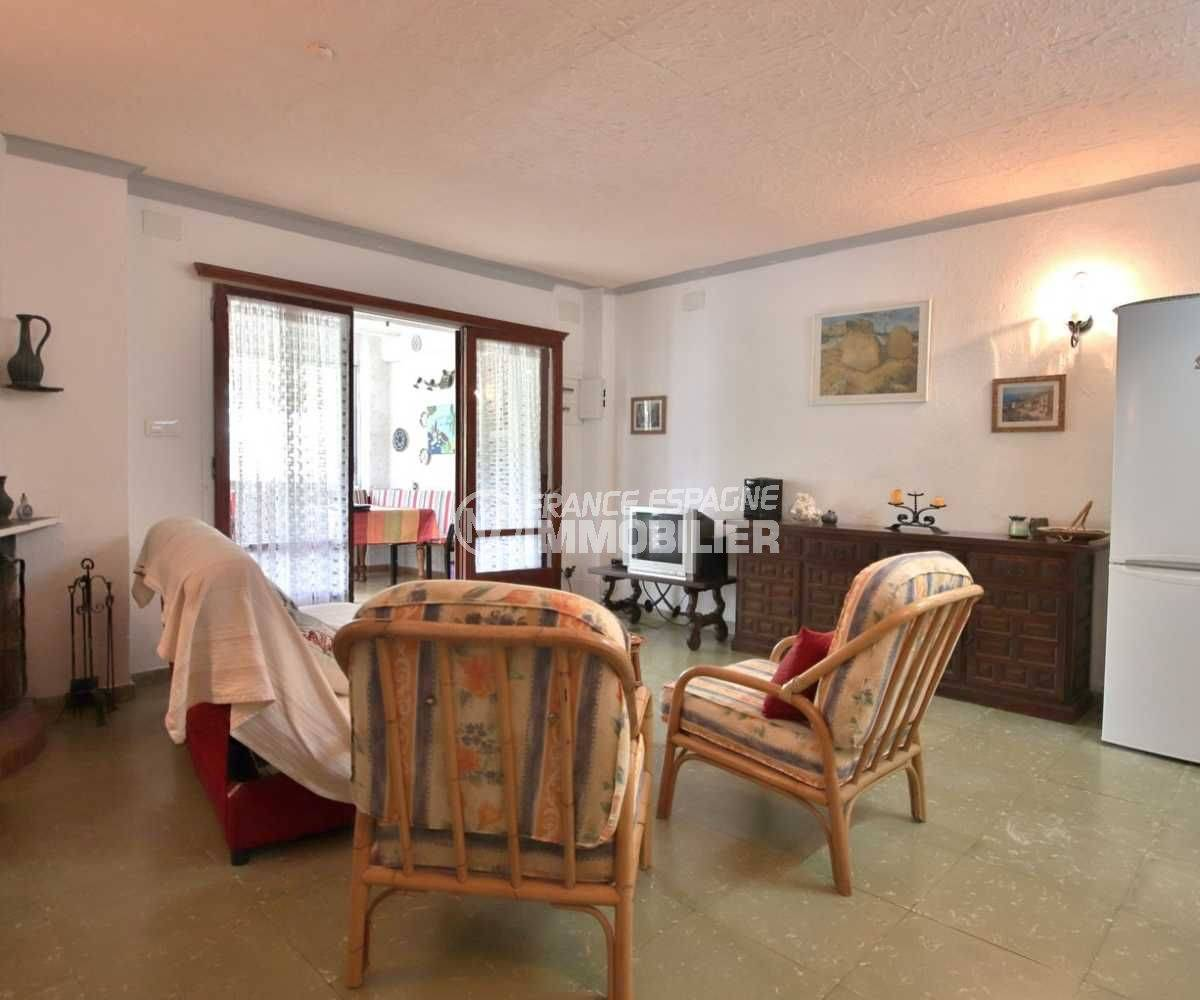 immo rosas: appartement ref.3767, aperçu du séjour avec accès à la véranda / salle à manger