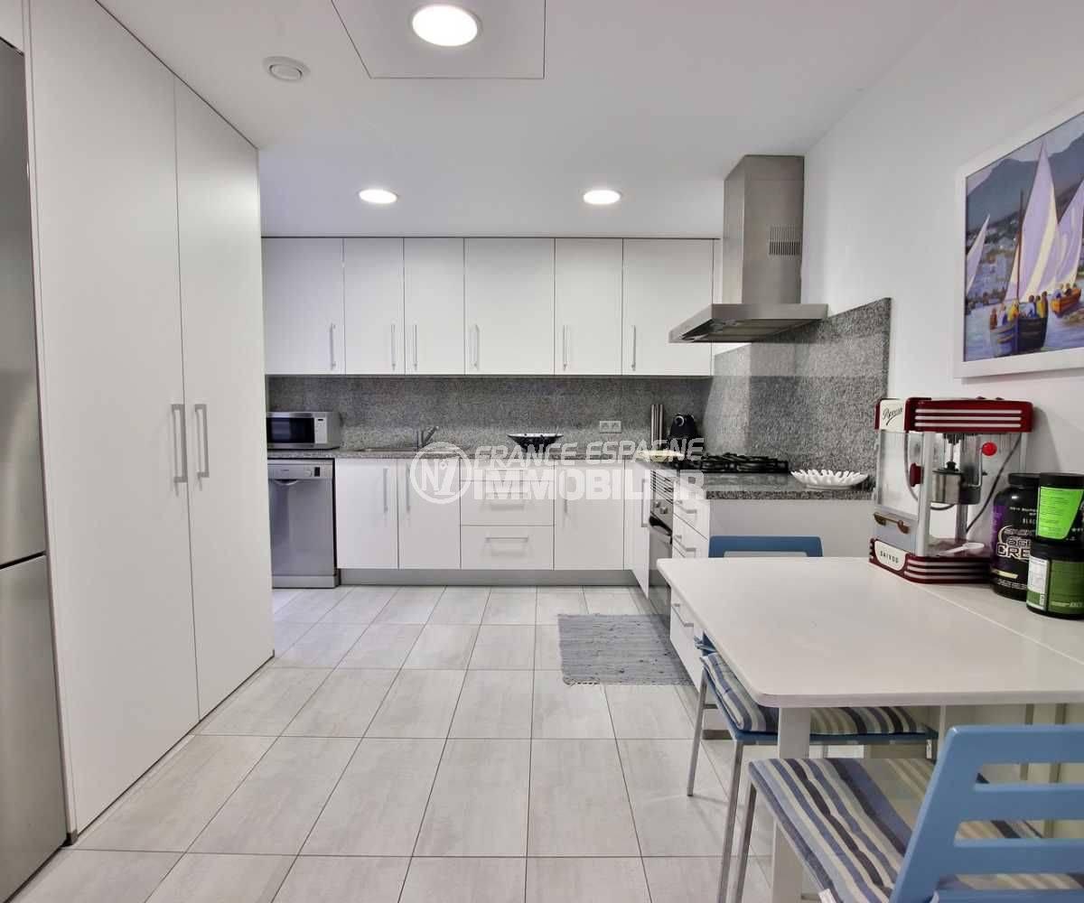 agence immo rosas: appartement ref.3768, cuisine indépendante équipée