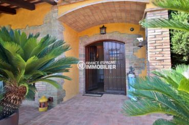 vente maison costa brava, proche plage, aperçu de la porte d'entrée