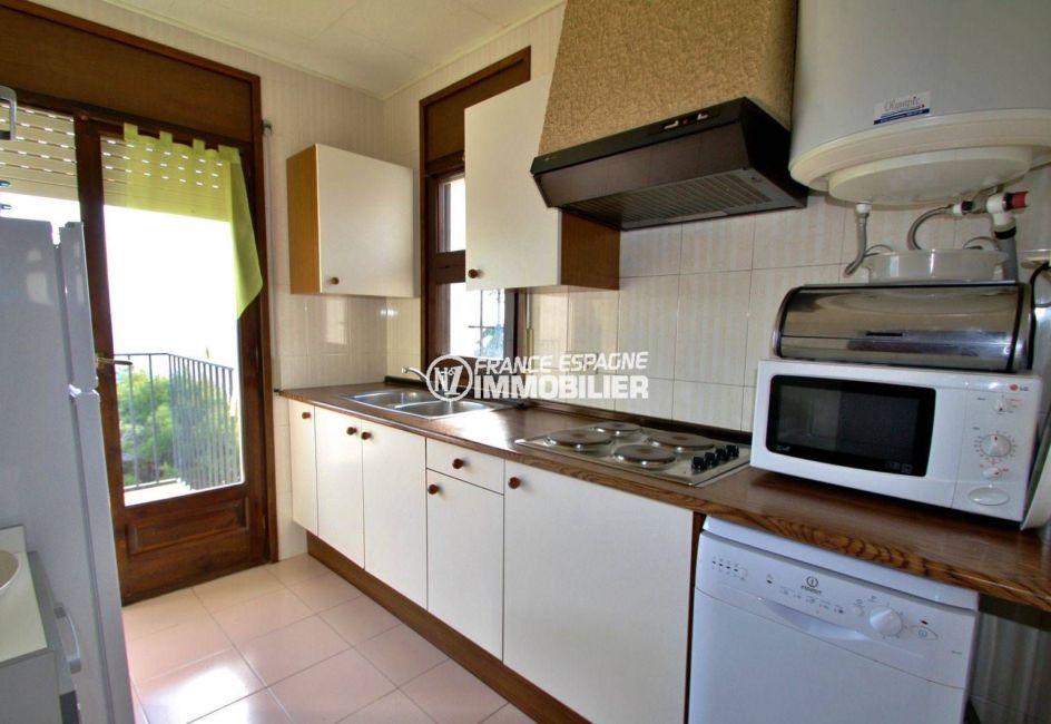 maison a vendre a rosas, terrain 128 m², cuisine indépendante fonctionnelle accès terrasse