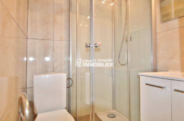 vente appartement rosas espagne, 39 m², salle d'eau avec cabine de douche, vasque et wc