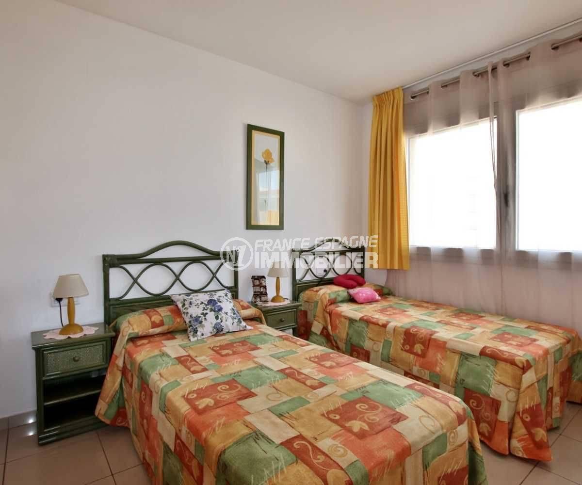 agence immobilière rosas: appartement ref.3749, aperçu de la seconde chambre (avec deux lits)